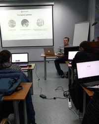 На занятии. Преподаватель курса Николай - технический директор компании Eurostudio